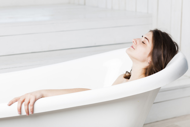 woman-relaxing-in-bathtub_23-2147835569